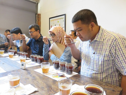 Menikmati Proses Cupping Di Basic Coffee Roasting Class