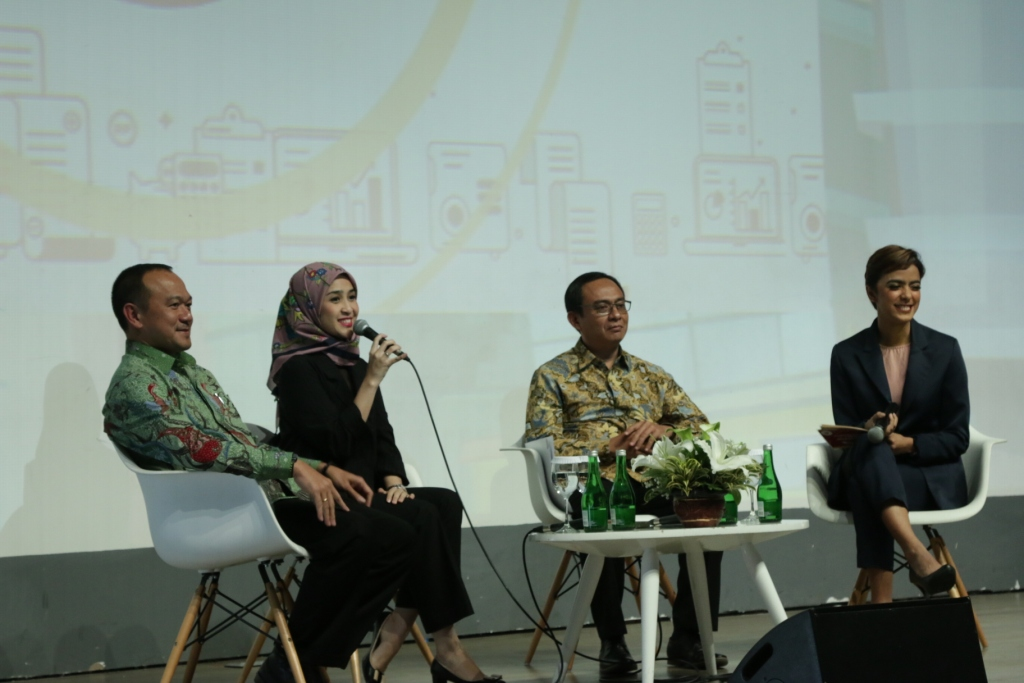 Penyampaian materi Financial Clinic With OJK